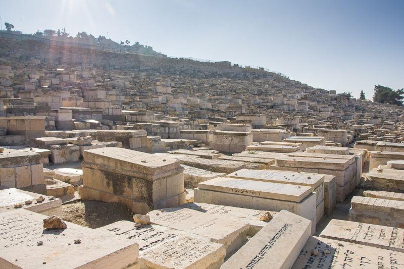 Odcinek 6 jest opisem grobów i cmentarzy w Jerozolimie