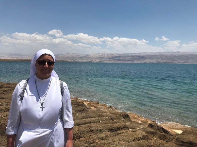 Odcinek 9 jest rozmową z s. Miriam Michalak PDDM na temat życia w Jerozolimie i o Tryptyku Jerozolimiskim