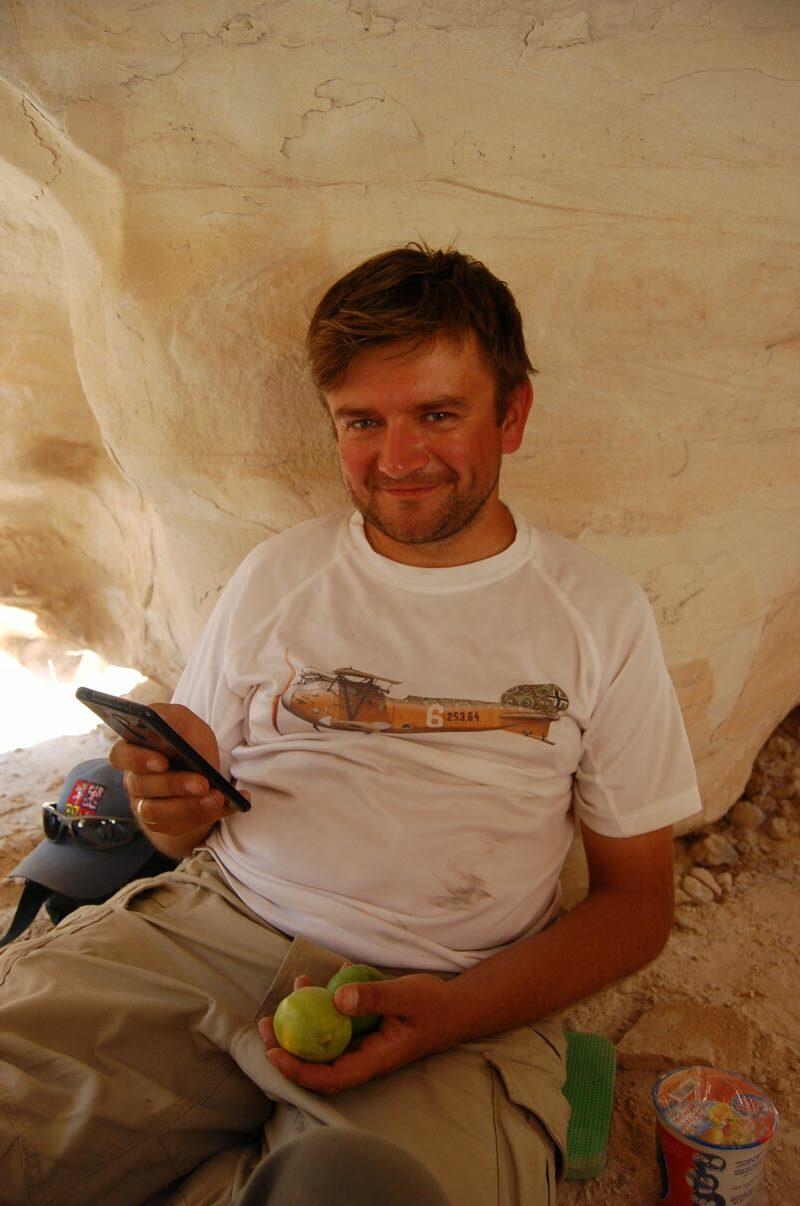 Odcinek 12 jest rozmową z dr Marcinem Czarnowiczem na temat archeologii i stanowisku w Tel Erani